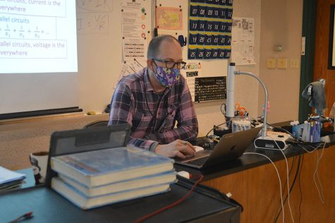 Snyder teaches students over zoom from his classroom